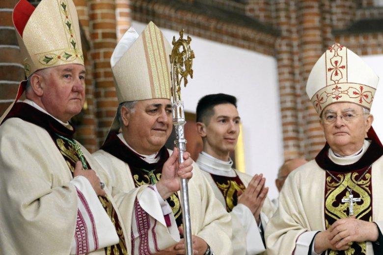 Z najnowszego sondażu CBOS wynika, że Kościół w Polsce odzyskuje zaufanie Polaków.