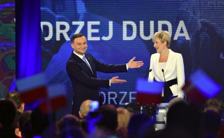 Andrzej Duda jeszcze jako kandydat PiS na prezydenta wraz z małżonką Agatą Kornhauser-Dudą