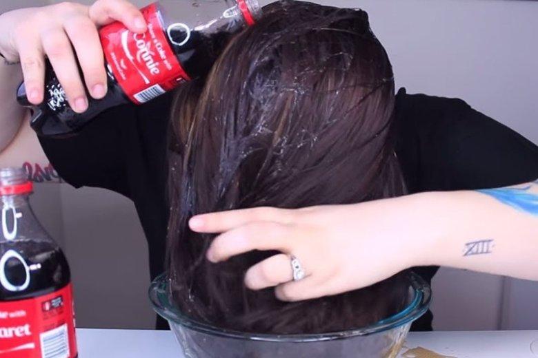 Czy Coca-Cola naprawdę sprawi, że nasze włosy będą piękne?