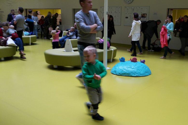 Okolice recepcji Szpitala Pediatrycznego.