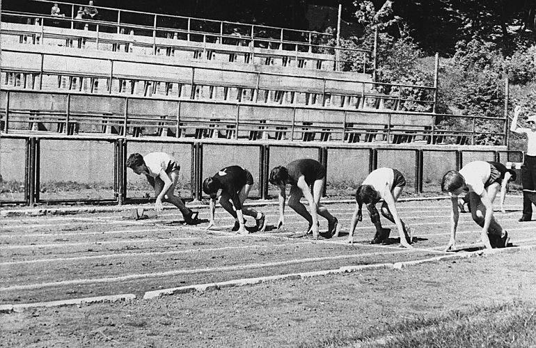 W liceum Wanda trenowała lekkoatletykę, lata  pięćdziesiąte XX w.