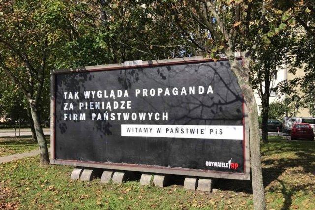 Pierwszy billboard już wisi, Obywatele RP zapowiadają kolejne.