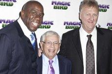 David Stern (w środku) w otoczeniu byłych gwiazd NBA - Magica Johnsona i Larry'ego Birda.