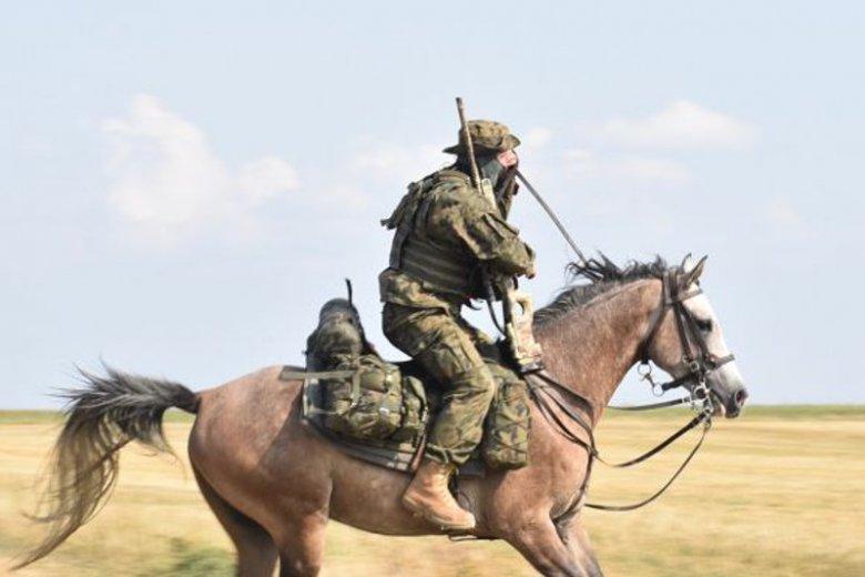 Kawalerzyści przez wieki byli chlubą polskiej armii.