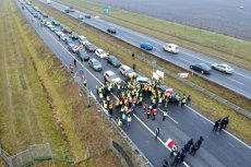 Około godz. 15 protest na autostradzie A2 w okolicach Brwinowa zakończyli rolnicy.