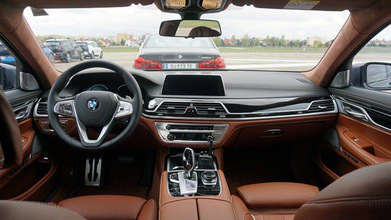Wnętrze hybrydowego BMW serii 7.