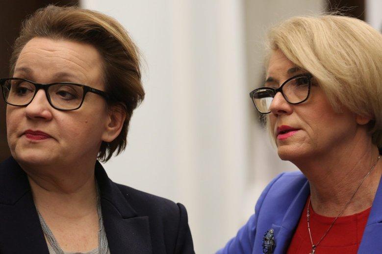 """Przyszłą szefową MEN może zostać Marzena Machałek, dziś wiceminister edukacji, opisywana przez """"Fakt"""" jako """"patronka śmieciowej ośmiornicy""""."""