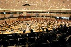 Parlament Europejski w pełni poparł dziś działania Komisji Europejskiej podejmowane w sprawie Polski.