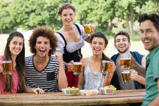 Agenci wywiadu z całego świata dostają od Niemców vouchery na piwo na Oktoberfest.