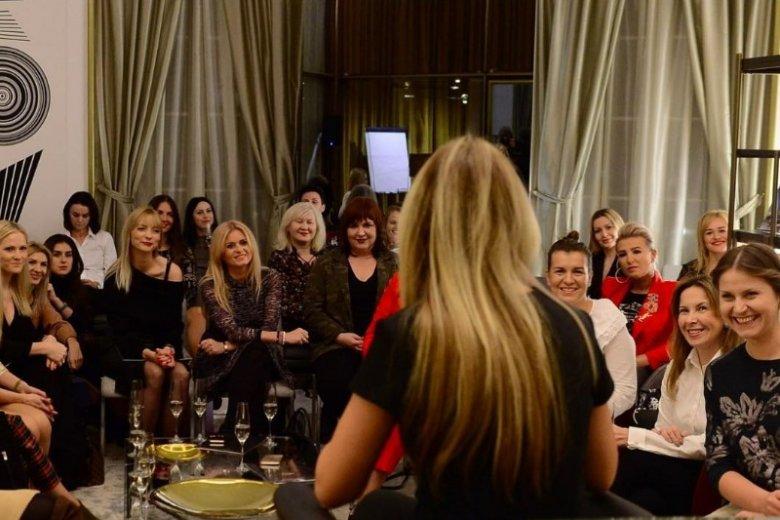 Kobiety chętnie spotykają się i rozmawiają z Joanną Przetakiewicz, której potrafiły zaufać