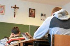 Lekcje religii w szkole - Kościół twierdzi, że Polacy są jej zwolennikami.