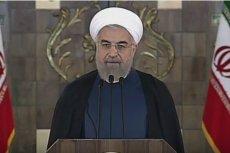 """Tłumy Irańczyków skandujące """"śmierć Ameryce"""". Prezydent Iranu: """"Nie bierzcie tego do siebie"""""""