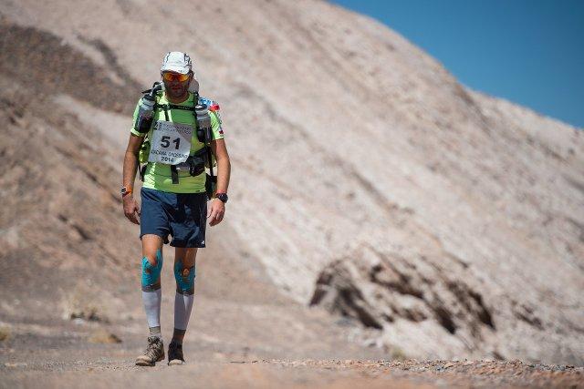 267dacc0 Pewnego dnia poszedłem pobiegać - mówi człowiek, który biega maratony po  pustyniach | naTemat.pl