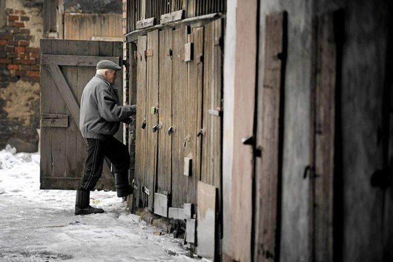 Co dziesiąta osoba starsza w Polsce czuje się niepotrzebna.