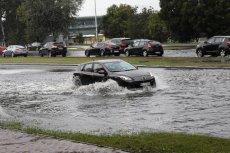 Najbliższe dnie to deszcz i niskie temperatury w całej Polsce. Później wcale nie będzie dużo lepiej.