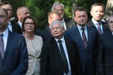 Jarosław Kaczyński ciągle ma powody do zadowolenia. Ale nie tylko on.