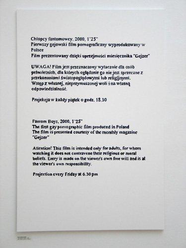 """Ostrzeżenie na wystawie """"Siusiu w torcik"""" (2009)"""
