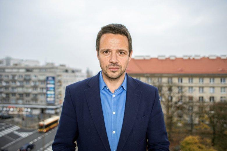 – Chodziłem do liceum przy Ogrodzie Saskim, do XI LO im. Reja i nie wiem, dlaczego warszawiakom takim jak ja PiS to miejsce dziś zabiera. I jeszcze je militaryzuje – mówi naTemat.pl Rafał Trzaskowski.