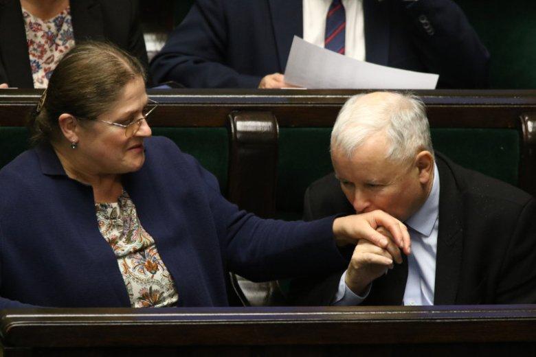 """Zdaniem Krystyny Pawłowicz, ojciec premiera Mateusza Morawieckiego wykorzystuje fakt, iż prezes PiS """"świątecznie odpoczywa""""."""