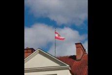 Jaka flagę wywiesił Radosław Sikorski na swoim dworem? Były minister znów prowokuje...