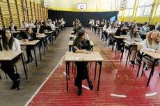 Odpowiedzi na zadania z podręczników uczniowie ściągną z sieci. Ale co stanie się na egzaminach?