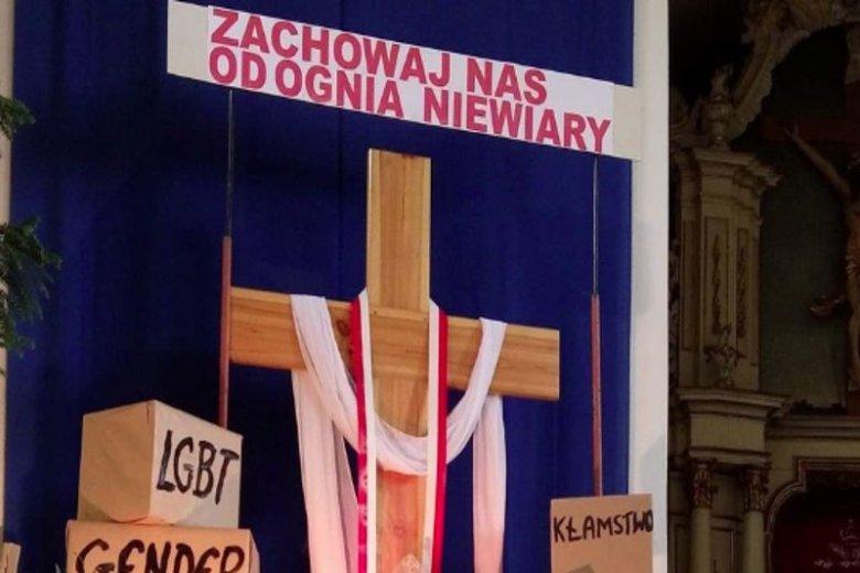 Taki Grób Pański stanął w tym roku w jednej z parafii w Płocku.