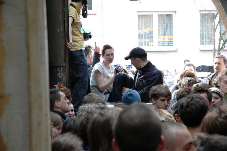 """Jonna Rajkowska kręci film """"Le Ma on!"""" http://www.rajkowska.com/pl/inne/168/video"""