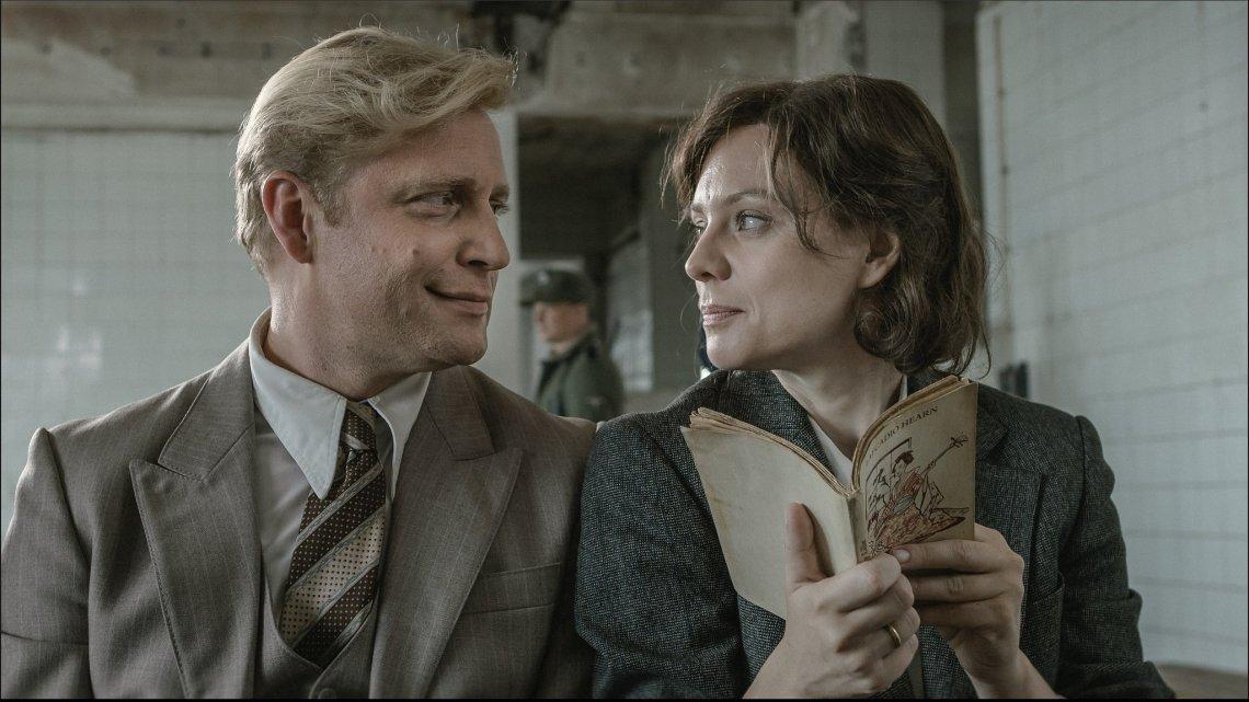 """Kadr z filmu """"Sztuka kochania"""", który opowiada historię życia Michaliny Wisłockiej oraz proces powstawania jej książki o tym samym tytule. W kinach od 27 stycznia."""