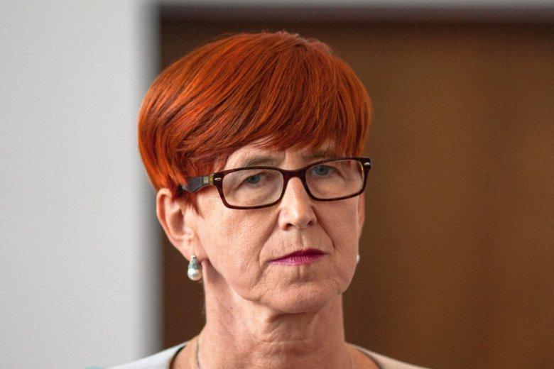 Projekt zmian w ustawie antyprzemocowej może wysadzić minister Rafalską z fotela.