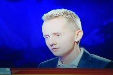 """Były ksiądz Jacek Międlar był gościem Agnieszki Gozdyry w programie """"Skandaliści"""" (Polsat News)."""