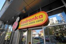 Popularne sieci dyskontów, takie jak Biedronka czy Lidl, cieszą się coraz lepszą opinią konsumentów.