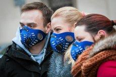 Maski antysmogowe są coraz popularniejsze na terenie polskich miast.