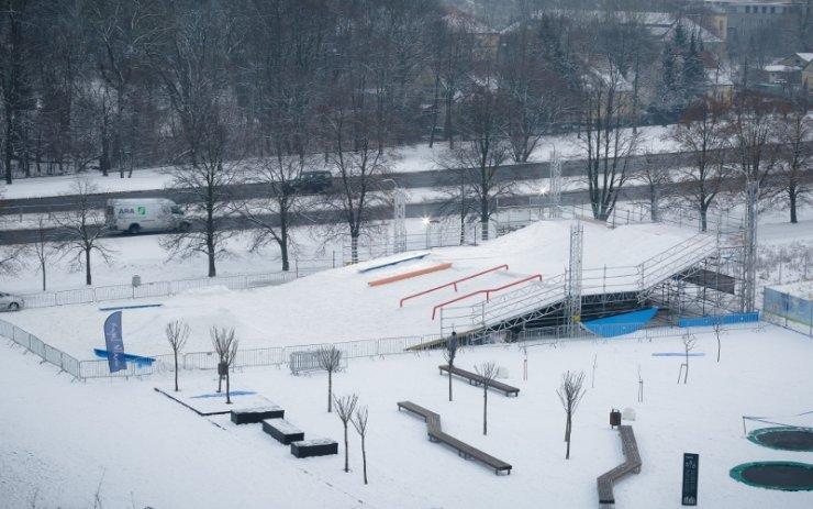 Snowpark stanie obok budynku Royal Wilanów, przy drodze z Wilanowa do Konstancina