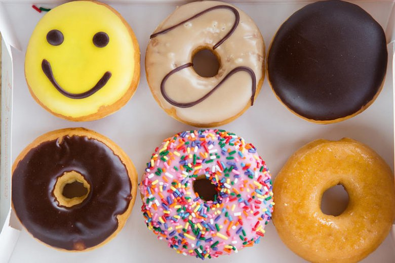 Amerykańskie ciastka kuszą kolorami i ozdobami.