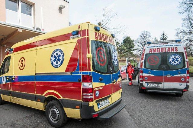 Nawet 5-6 godzin niektórzy pacjenci czekali w Święta w kolejce do lekarza. Karetki też czekały na przyjęcie.