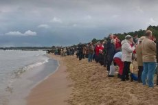 Tak akcja Różaniec do Granic wygląda na plażach w Trójmieście.