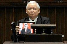 Jarosław Kaczyński i jego wystąpienie z iPadem zapisze się w historii polskiej polityki.