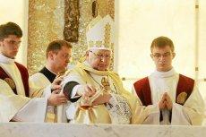 Biskup Kazimierz Ryczan przypomniał wiernym, by opowiedzieli się za Polską wierną tradycji i krzyżowi.