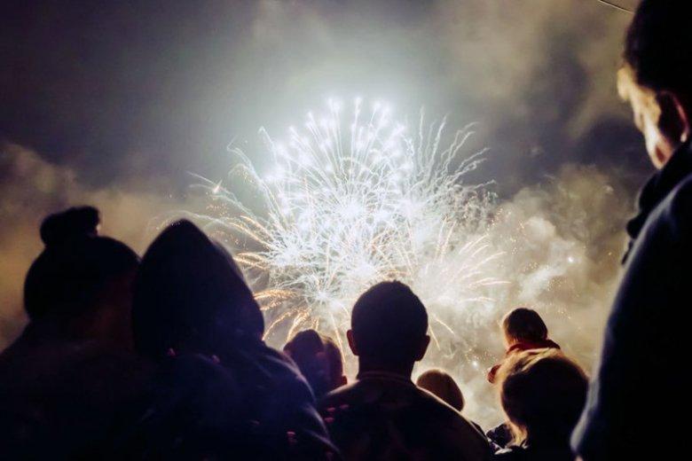 Warszawa w tym roku zamiast fajerwerków planuje pokaz laserów na Sylwestra.