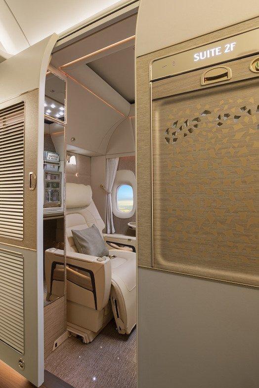 Wchodząc do kabiny nie trzeba się pochylać, niezależnie od wzrostu – przesuwane drzwi sięgają od podłogi do sufitu.