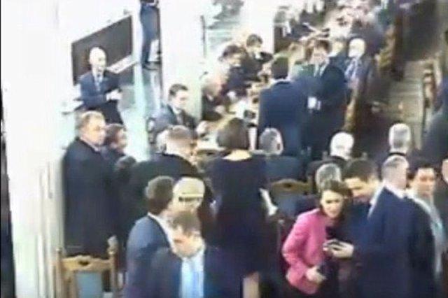 Agnieszkę Pomaskę i Rafała Trzaskowskiego na sali kolumnowej zarejestrowała jedna z kamer.