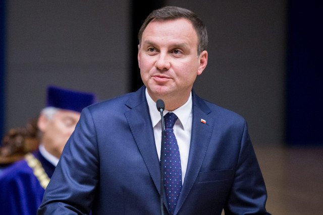 Andrzej Duda ustawy o wieku emerytalnym i podniesieniu kwoty wolnej od podatku obiecywał jeszcze w czasie kampanii wyborczej.