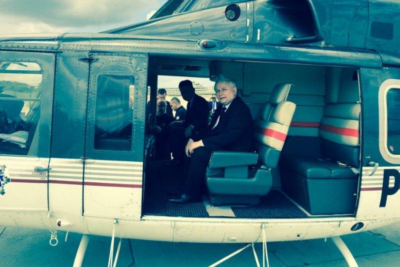 Podróż za jeden uśmiech? Poseł Jarosław Kaczyński podróżował po kraju helikopterem policji