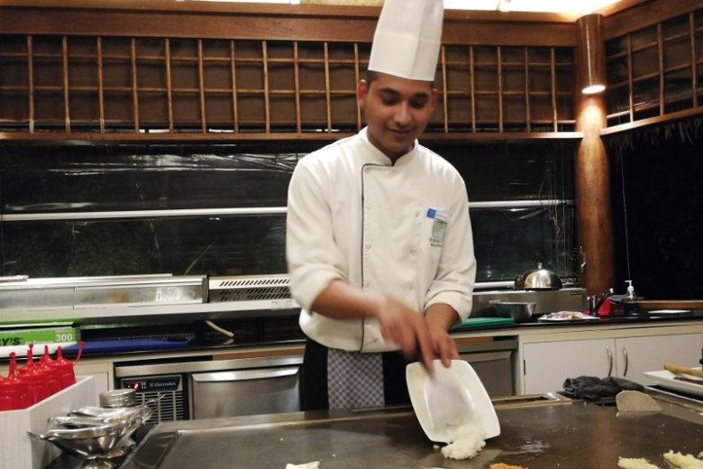 Motalleb jest kucharzem z Banlgadeszu, na Malediwach niedługo stuknie mu pięć lat.