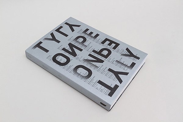 """Książka ,,Type Only"""" wydawnictwa Unit Editions"""