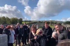 Nagranie rozbawiło uczestników pogrzebu.