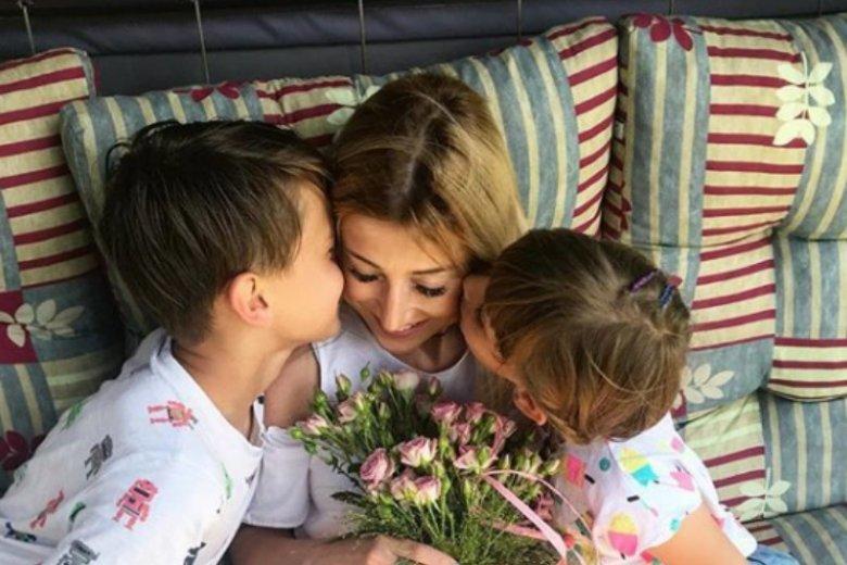 Justyna Żyła chętnie pozuje z dziećmi