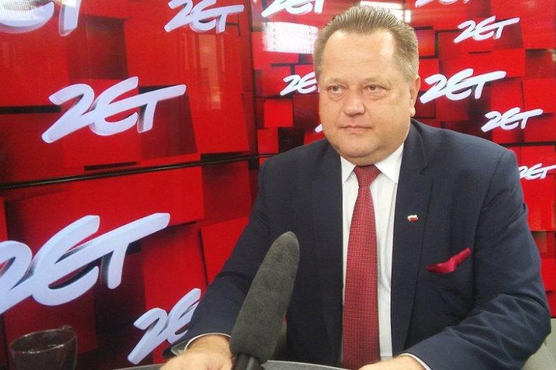 """Minister Jarosław Zieliński w Radiu Zet: """"Znane są przypadki uderzenia w skałę samolotu, gdzie nie wszyscy zginęli""""."""