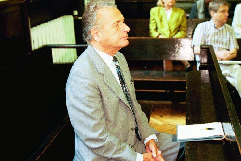 Czesław Kiszczak w sądzie w 1996 roku.
