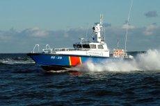 Łódź należąca do Straży Granicznej tak się rozpędziła na Martwej Wiśle w Gdańsku, że wzbudzone przez nią fale uszkodziły kilka jachtów stojących przy nadbrzeżu.